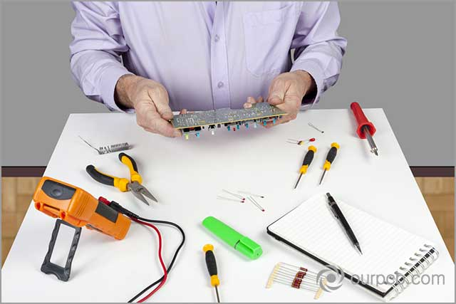 Visually inspecting a PCB for faults before PCB soldering