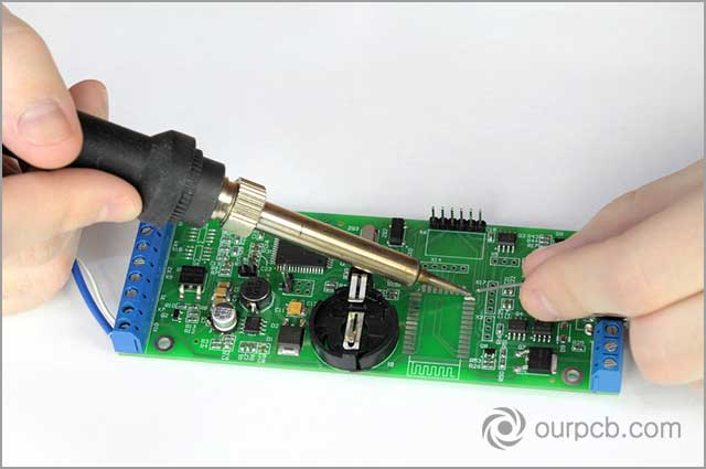Testing and repairing faulty PCB during PCB soldering