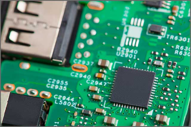 A PCB with impedance control ensures minimal SI issues