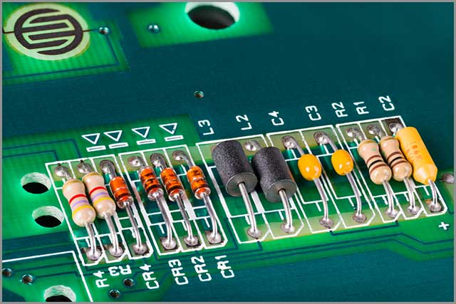 Blowholes and pinholes in a PCB