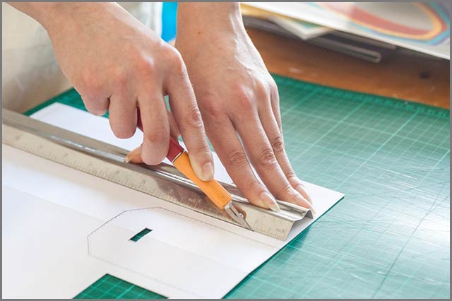 Knife and cutting mat