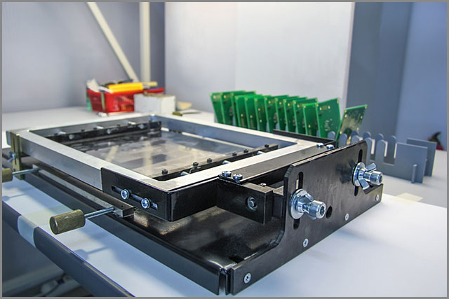 Applying the paste to PCB boards before the vapor phase reflow process